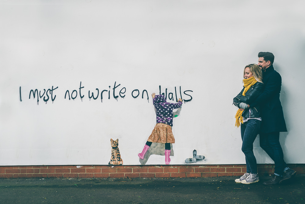 Using graffiti during a pre-wedding shoot